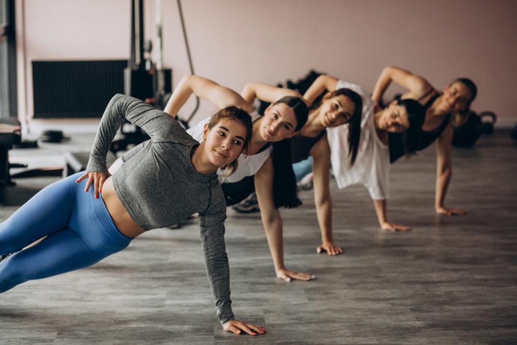 fitnessbet-group-indoor-yoga