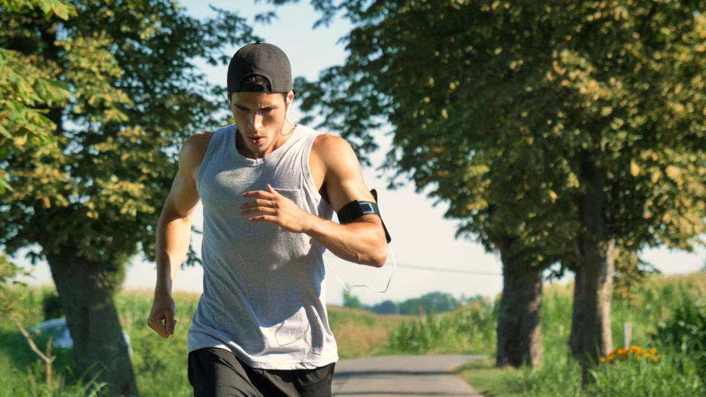 fitnessbet-man-run-with-fitness-tracker