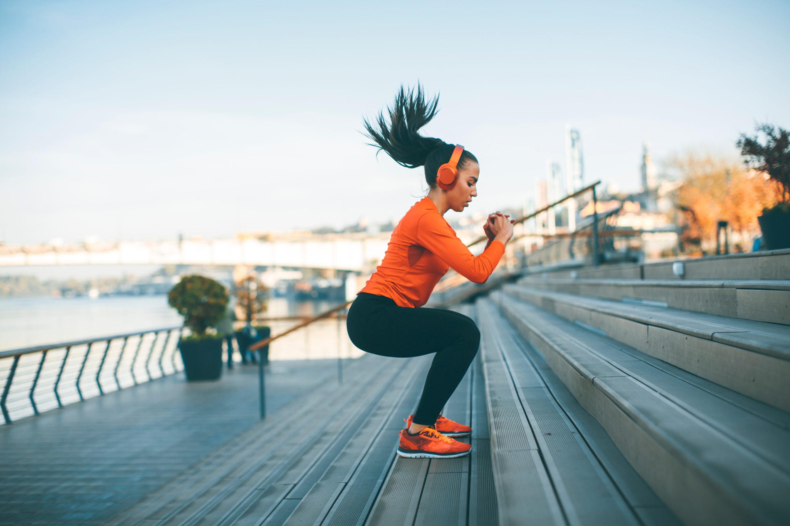 fitnessbet-woman-jump-outdoor